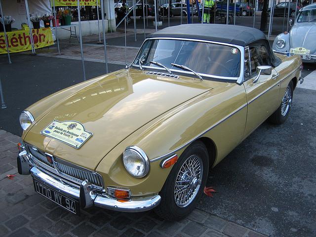 Faire un tour dans de belles voitures anciennes tout en donnant de l 39 argent au t l thon - Images de belles voitures ...