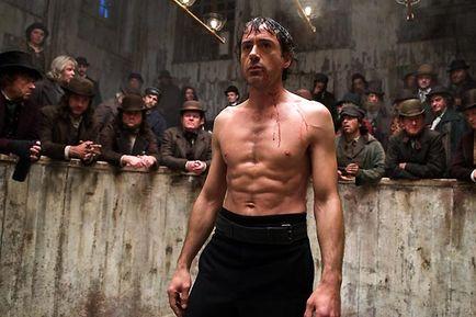 Sherlock Holmes (Robert-Downey-JR), torse-nu