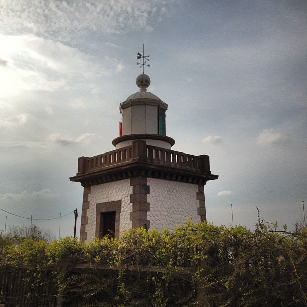 Un petit phare sur l'estuaire