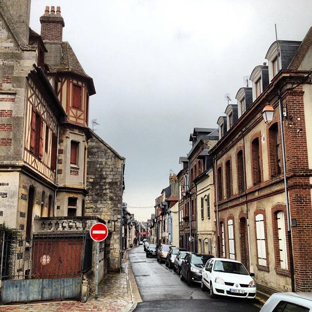 Jolie petite rue (rue Haute)