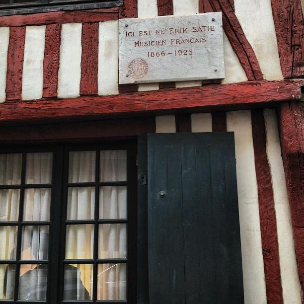Ici est né Eric Satie, musicien français