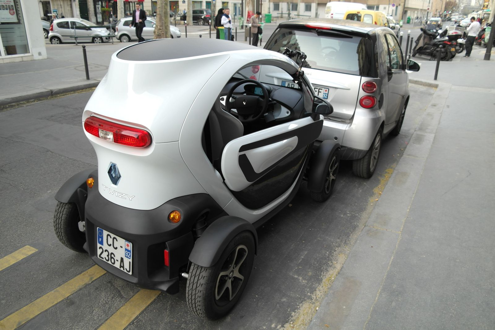test d 39 une renault twizy un super scooter plus s curis mais surtout adapt aux zones rurales. Black Bedroom Furniture Sets. Home Design Ideas