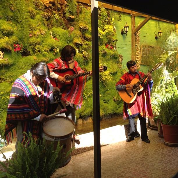 chanteurs restaurant Tipika arequipa