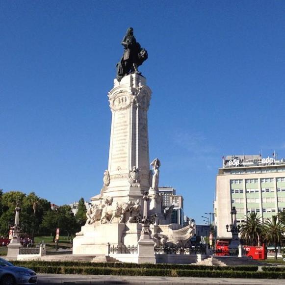 Lisbonne statue Marques de Plombal