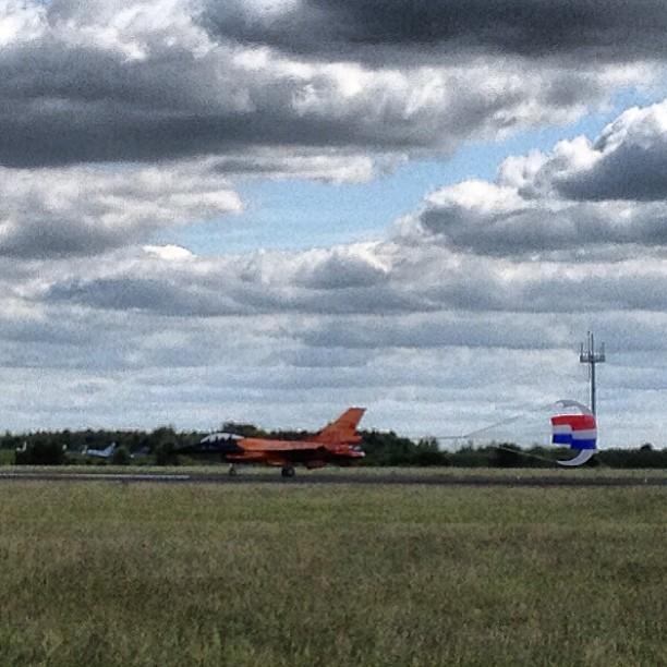 F-16A orange hollande parachute