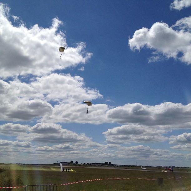 Meeting Aerien Chateaudun parachutistes