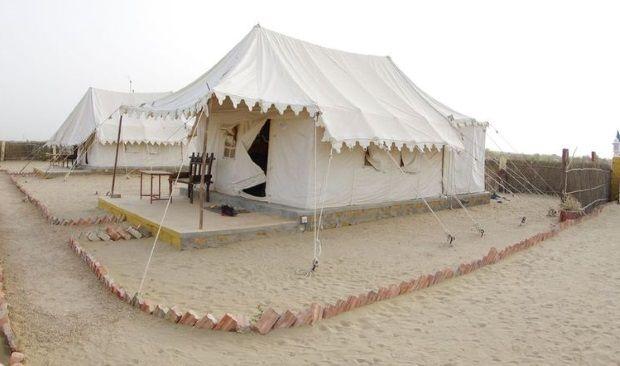 2014-03-11 Inde Jaisalmer Tentes Suisses