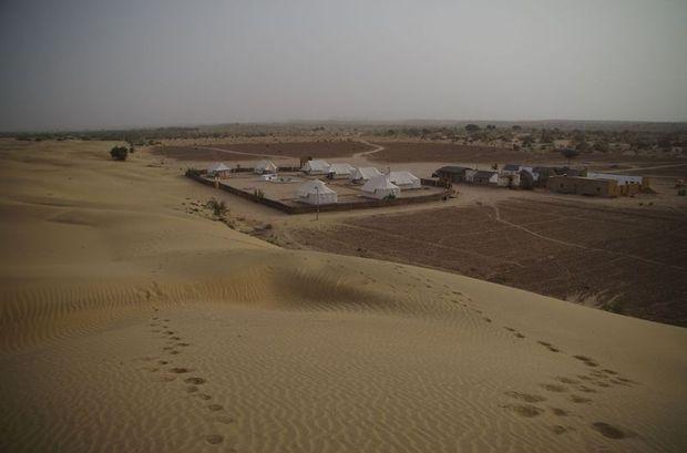 2014-03-11 Inde Jaisalmer Dunes Barna