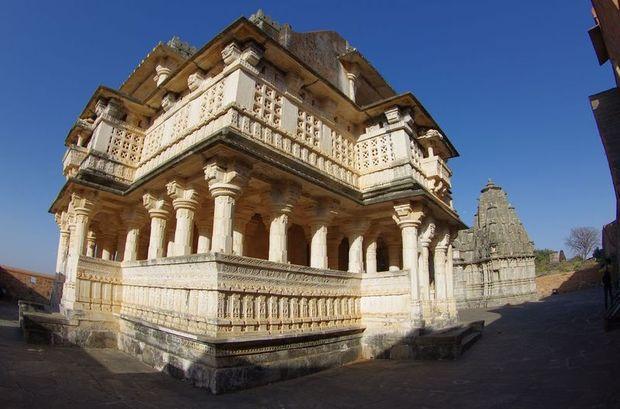 2014-03-13 Inde Fort Kumbalgarh Temple Vedi