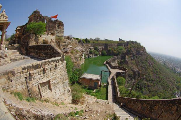 2014-03-15 Inde Chittorgarh Reservoir Water Tank