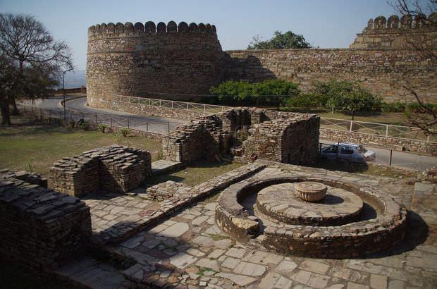 2014-03-15 Inde Chittorgarh Palace Khumba