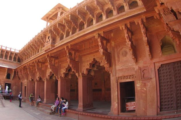 2014-03-20 Inde Agra Fort Rouge