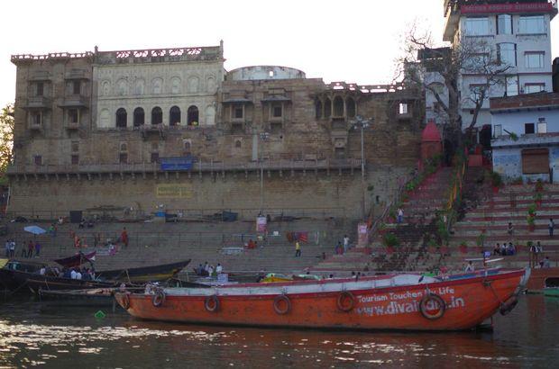 2014-03-21 Inde Varanasi Boat Tour Man Mandir Ghat
