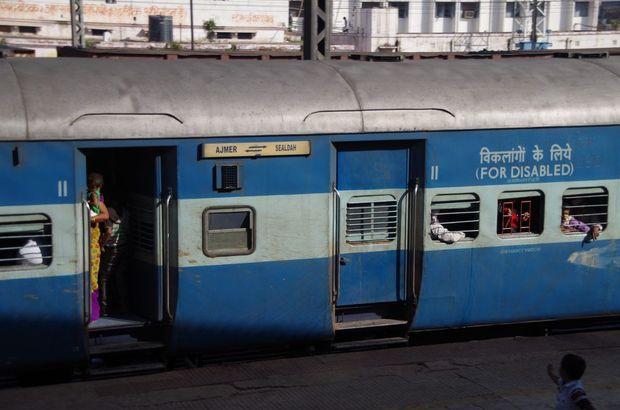2014-03-21 Inde Varanasi Gare Train
