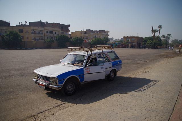 2014-11-14 Egypte Louxor Taxi 503 Peugeot