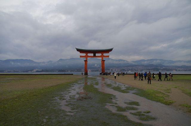 Japon - Miyajima Torii Shrine low tide
