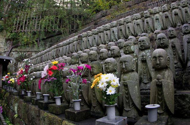 Japon - Kamakura temple Hase Dera Statues Jizo
