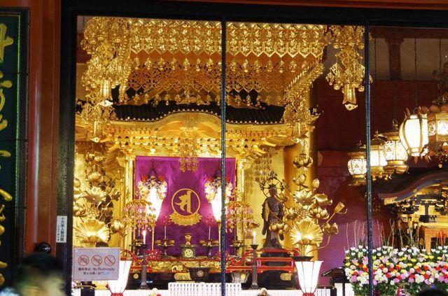 Japon - Tokyo - temple Senso-ji - Statuette Kannon